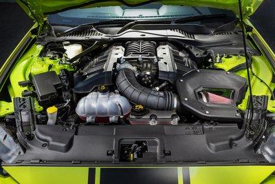 Ford Mustang R-Spec sở hữu động cơ động cơ V8 GT 5.0 lít hút khí tự nhiên kết hợp với động cơ EcoBoost 2.3 lít bốn xi-lanh tăng áp.