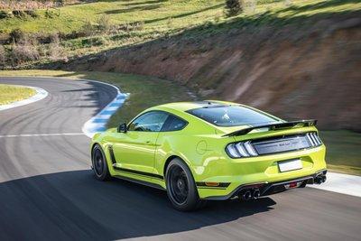 Ford Mustang R-Spec 2020 sở hữu nhiều tính năng và công nghệ hiện đại.