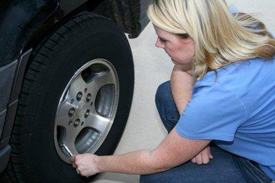 Mất bao lâu để thay lốp xe ô tô?.