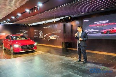 Ông Đàm Đình Thông - Giám đốc Kinh doanh xe Kia & Mazda - phát biểu về thế hệ thứ 7 của Mazda.