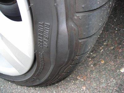 Hiện tượng phồng lốp ô tô.