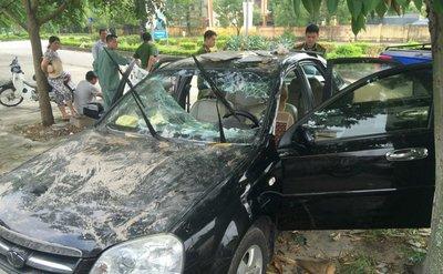 Đập phá xe ô tô của người khác bị sử lý như thế nào?b