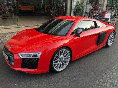Audi R8 V10 Plus có giá trị khoảng 13 tỷ đồng