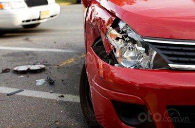 Lo xe hơi qua tay, ô tô cũ rớt giá thì nên để ý gì? - Đèn xe hư