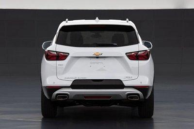 SUV 7 chỗ Chevrolet Blazer nội địa Trung có nhiều tùy chọn và biến thể