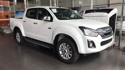 Xe bán tải ồ ạt giảm giá, riêng Isuzu Dmax giảm tới 160 triệu đồng,