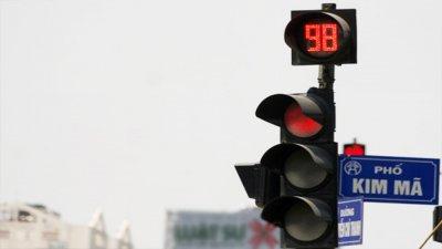 Vượt đèn đỏ phạt bao nhiêu? a1