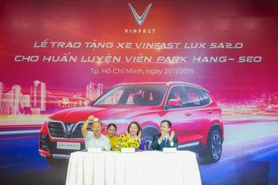 HLV Park Hang Seo được tặng VinFast LUX SA2.0 bản đặc biệt a2