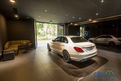 Mercedes-Benz Vietnam Star Bình Dương: khu vực giao xe.