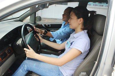 Chọn trang phục khi lái xe ô tô sao cho an toàn và hợp lý? 3a