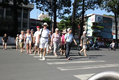 Không nhường đường cho người đi bộ: Lỗi sai phổ biến mà các tài xế hay mắc phảiz