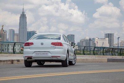 Volkswagen Passat còn nhận ưu đãi 140 triệu đồng trong tháng 12/2019? a2