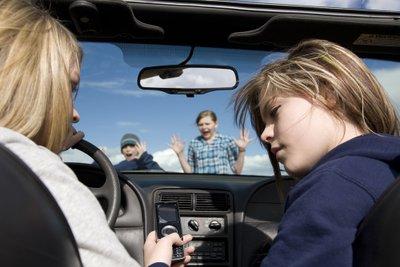 """10 cách để """"đánh bại"""" căng thẳng khi lái xe z"""