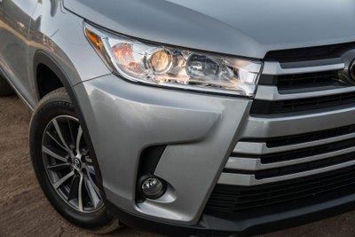 Rất nhiều mẫu ô tô sử dụng đèn halogen.