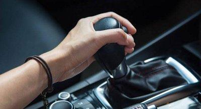 8 sai lần cần tránh khi điều khiển xe sử dụng hộp số tự động