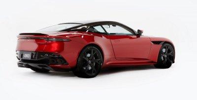 Aston Martin DBS Superleggera là mẫu xe đầu tiên lắp đặt hệ thống này.