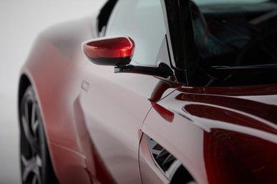 Aston Martin và Gentex chung tay giới thiệu gương chiếu hậu hybrid.
