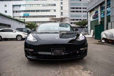 Ngắm xe hơi thuần điện Tesla Model 3 tại Việt Nam, nhiều chi tiết thú vị a2