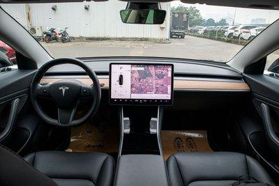 Ngắm xe hơi thuần điện Tesla Model 3 tại Việt Nam, nhiều chi tiết thú vị a13