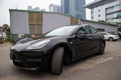 Ngắm xe hơi thuần điện Tesla Model 3 tại Việt Nam, nhiều chi tiết thú vị a1
