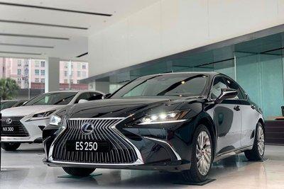 Lexus ES 250 2020 đã chốt giá tại Việt Nam, rẻ hơn Mercedes-Benz E350 AMG a1