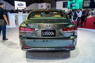 Lexus LS còn chinh phục khách hàng bằng khả năng vận hành êm ái a1