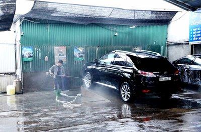 Giá rửa xe dịp gần Tết tăng chóng mặt - Ảnh 1.