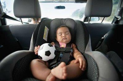 Mua xe MPV nên để ý gì - Móc ghế ISOFIX bảo vệ trẻ nhỏ