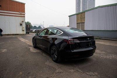 Ảnh chi tiết xe Tesla Model 3 vừa về Việt Nam a4