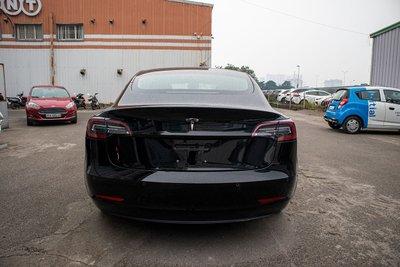 Ảnh chi tiết xe Tesla Model 3 vừa về Việt Nam a5