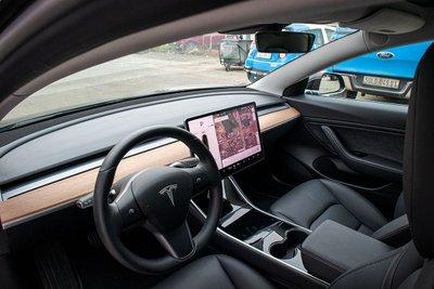 Ảnh chi tiết xe Tesla Model 3 vừa về Việt Nam a35