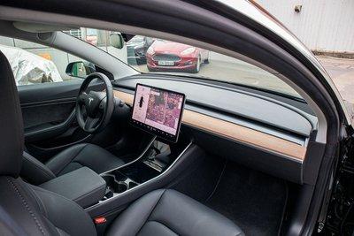 Ảnh chi tiết xe Tesla Model 3 vừa về Việt Nam a50