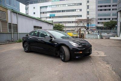 Ảnh chi tiết xe Tesla Model 3 vừa về Việt Nam a2