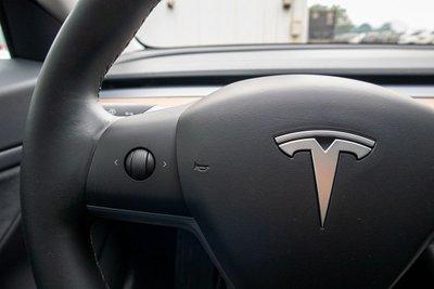 Ảnh chi tiết xe Tesla Model 3 vừa về Việt Nam a37