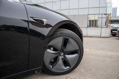 Ảnh chi tiết xe Tesla Model 3 vừa về Việt Nam a14