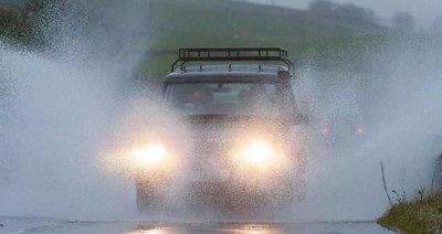 6 mẹo lái xe giúp phòng tránh tai nạn trong thời tiết xấua
