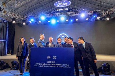 Lễ công bố đầu tư mở rộng nhà máy Ford Việt Nam có sự góp mặt của nhiều nhân vật cấp cao của Ford Motors.
