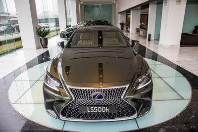 Đầu xe Lexus LS500h 2020