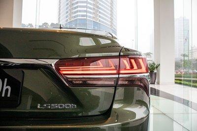 Đèn hậu trái xe Lexus LS500h 2020