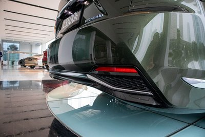 hình ảnh cản sau xe Lexus LS500h 2020
