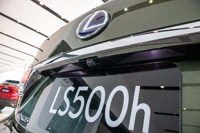Camera lùi xe Lexus LS500h 2020