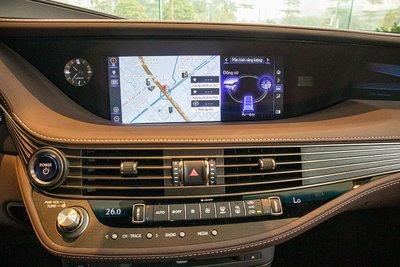 Màn hình giải trí xe Lexus LS500h 2020
