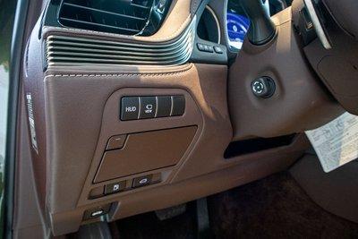Hình ảnh nút bấm HUD xe Lexus LS500h 2020