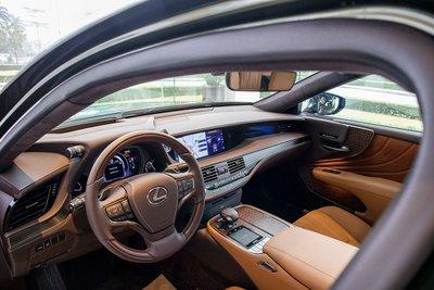 Nội thất xe Lexus LS500h 2020