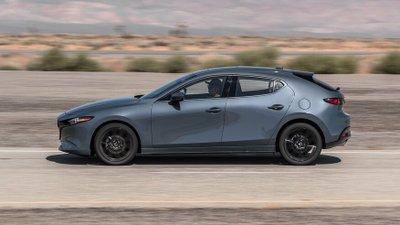 So sánh Honda Civic 2020 và Mazda 3 2020 - Mazda 3 đảm bảo cảm giác lái nhẹ nhàng