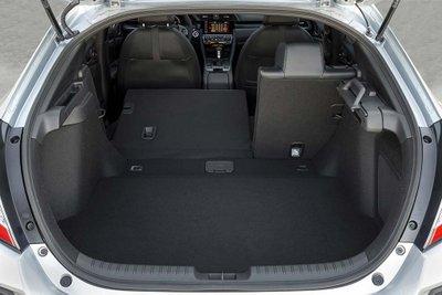So sánh Honda Civic 2020 và Mazda 3 2020 - Honda Civic tiện nghi