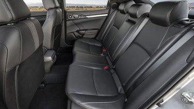 So sánh Honda Civic 2020 và Mazda 3 2020 - Honda Civic mạnh về không gian