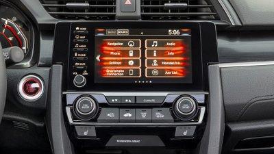 So sánh Honda Civic 2020 và Mazda 3 2020 - Civic trang bị công nghệ đa phương tiện cao cấp