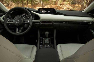 So sánh Honda Civic 2020 và Mazda 3 2020 - Mazda 3 bắt mắt