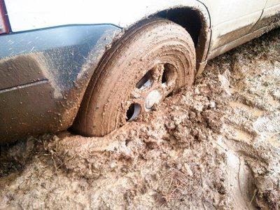 Kinh nghiệm và mẹo xử lý khi  lái xe qua vũng bùn, lầy .